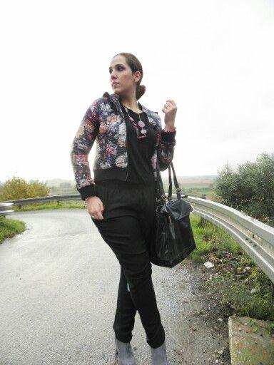 Giorni di pioggia #angieclausblog #newpost #newoutfit #fashion #fashionblogger #lifestyle #look #jumpsuit #guess #bag #segue #jacket #ultralight #floral #borsette #ankleboots #ilbancodimarilin #massarosa  http://angieclausblog.com/2014/10/18/giorni-di-pioggia/