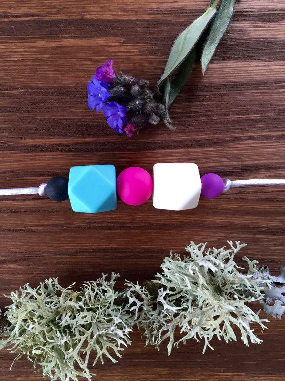 Nursing Necklace: Blue Jasmine por LuluBabyFriendly en Etsy