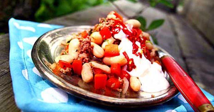 Köttfärsröra blir en snabblagad och god vardagsmiddag! Sydamerikanskt fräs med köttfärs och bönor. Servera tortillas eller kokt ris till.