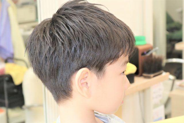 男の子に人気のツーブロック後ろだけのヘアスタイルカタログ19選 メンズ子供の襟足の刈り上げ注文方は サロンセブン 2021 ヘアスタイル 子供のヘアカット 髪型 男の子