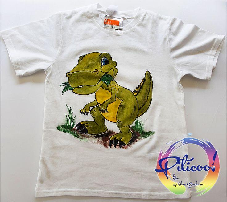 Micul dinozaur - tricou pictat manual  detalii : https://www.facebook.com/piticool.dintine
