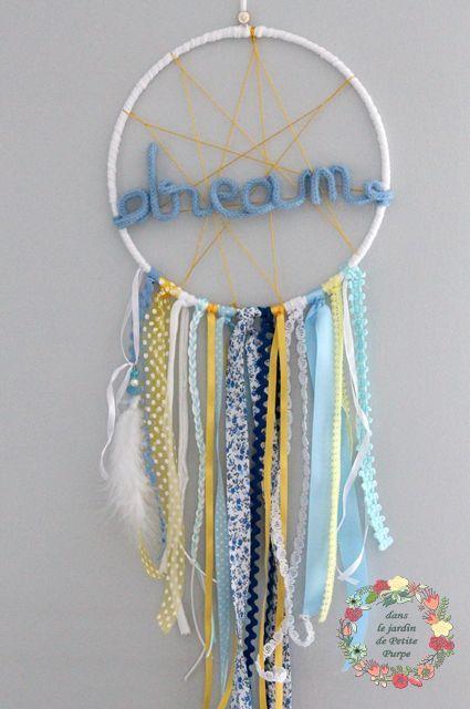 Le produit Attrape rêves mot en laine - Rêve bleu est vendu par Dans le jardin de Petite Purpe - Créations de rêves dans notre boutique Tictail.  Tictail vous permet de créer gratuitement en ligne un shop de toute beauté sur tictail.com
