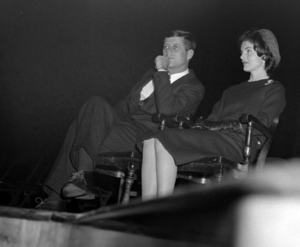 1960. 26 Février. UW Stout. JFK and Jackie. Kennedy was on a campaign visit to Wisconsin prior to the April Wisconsin primary. An estimated 1,000 people crammed into the 750-seat Harvey Hall auditorium. Kennedy also attended a luncheon for about 200 people near campus at the Marion Hotel and stopped at the Dunn County News office