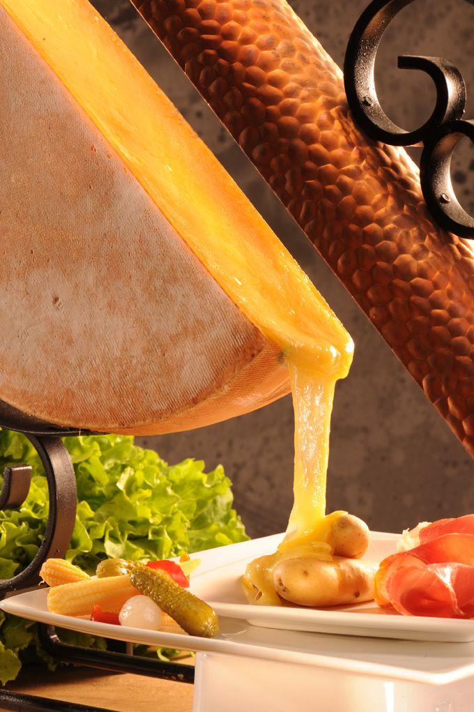 Une Raclette à la Cloche à Fromage
