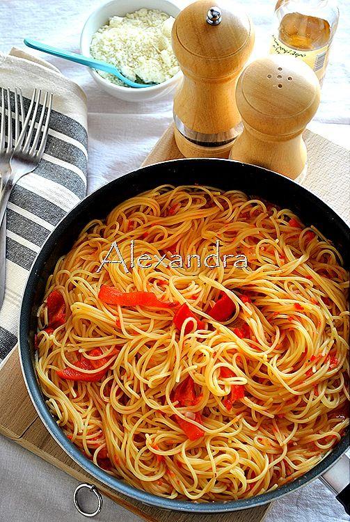 μακαρονάδες με σάλτσα από πιπεριές φλωρινης