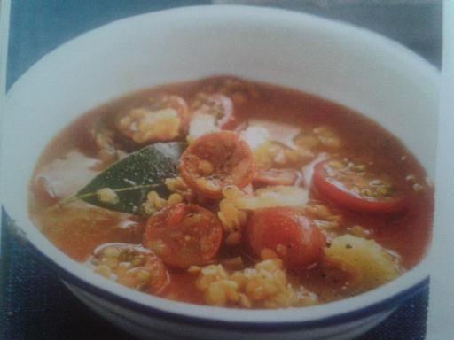 chorizo, poivre, feuille de laurier, curcuma, concentré de tomate, lentille corail, tomate cerise, sel, céleri