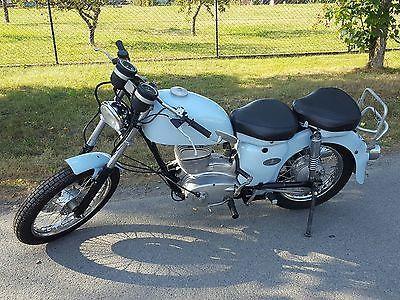 """1965 MZ ES250/1 >>> Das Motorrad wurde zw. 1998 und 2000 auf Telegabel (TS150) und Scheibenbremse vorn (ETZ250) umgebaut, lackiert (Alfa-blau) und die Elektrik (6V), Sitze, Motor (Armee ES, original vorhanden), Räder/Reifen (vo. 18"""", hi. 16""""), etc. erneuert."""