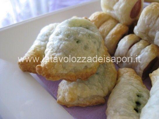 Tortellini di pasta Sfoglia agli Spinaci   http://www.latavolozzadeisapori.it/ricette/tortellini-di-pasta-sfoglia-agli-spinaci