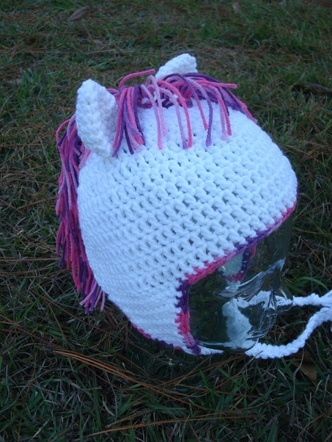 Free Crochet Pony Hat Pattern. (I bet you could turn this into a unicorn pretty easily)