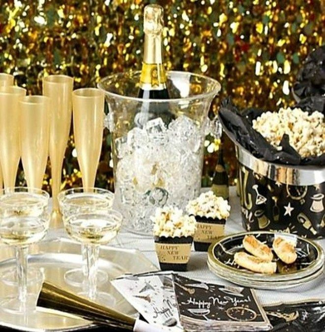 Wonderful Black And Gold New Years Eve Party Decoration Ideas 19 In 2020 New Years Eve Decorations New Year S Eve Celebrations New Years Eve