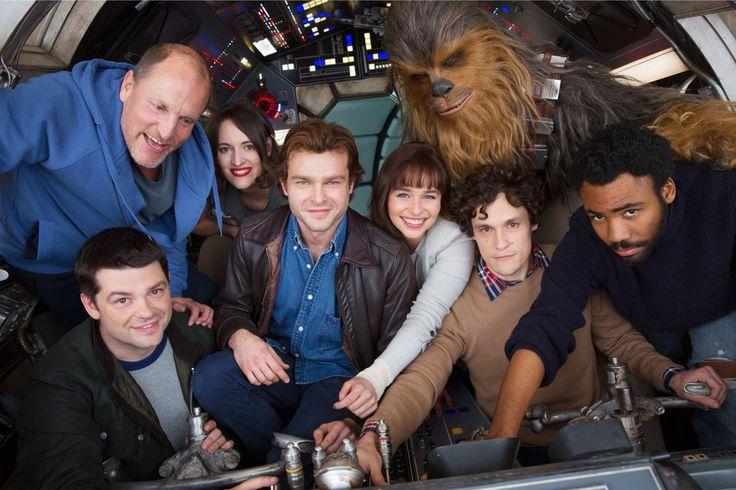 "Phil Lord and Chris Miller Exit Han Solo Spinoff Over ""Creative Differences"" - Star Wars :「スター・ウォーズ」ファン、ショック ! !、アンソロジーの第2章「ヤング・ハン・ソロ」が、フィル・ロードとクリス・ミラー監督コンビを更迭 ! !、新監督を起用して、再出発をすることになった - 映画 エンタメ セレブ & テレビ の 情報 ニュース from CIA Movie News / CIA こちら映画中央情報局です"