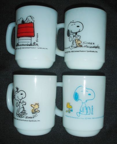 Set of 4 Fire King Peanuts Snoopy Mugs Coffee Cups Anchor Hocking