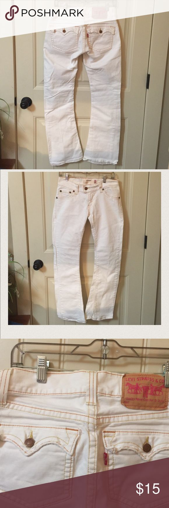 "Levi's 504 White Slouch jeans size 5 Excellent to like new condition. Size 5 M Levis 504 Slouch jeans. Measures approx 31"" inseam and 15-15.5"" straight across waist. Hard to find! 98% Cotton and 2% spandex. Quality Never Goes Out of Style. Creamy ivory Levi's Jeans"