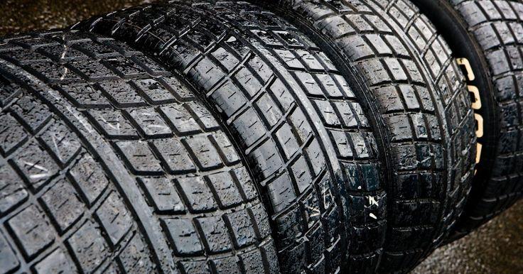 Cómo saber si tienes neumáticos unidireccionales. Un neumático unidireccional también se refiere a un neumático direccional. Esto significa que la banda de rodadura del neumático está formada para girar sobre el vehículo en una sola dirección. Esto impide un patrón de cruce para la rotación de los neumáticos y también puede resultar en el desgaste más rápido del neumático. Sin embargo, el ...