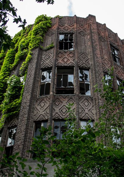 Hospital on abandoned Island in New York – North Brother Island. Photo: 2e  http://www.travelbook.de/welt/North-Brother-Island-Diese-Insel-ist-New-Yorks-duesterstes-Geheimnis-565862.html