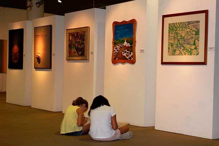 El espacio cultural dedica la segunda quincena de julio a actividades didácticas y organiza, en colaboración con el Taller de la Amistad de Nerja, un aula donde sus integrantes elaborarán obras que luego serán expuestas.