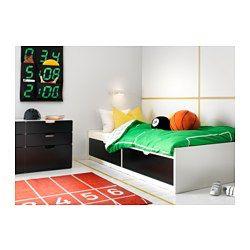 De 2 grote lades bieden extra opbergruimte onder het bed. Het hoofdeinde kan links of rechts worden gemonteerd.