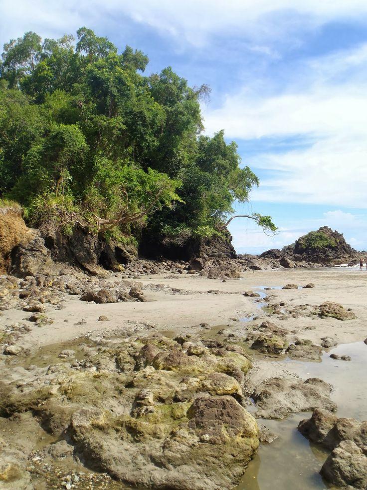 Playitas Beach, Quepos, Costa Rica chasing-elsewhere.blogspot.com