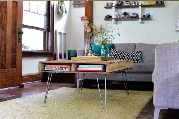 Aprende como fazer uma mesa de centro com paletes de madeira! Genial... Se ainda não tens muita experiência, este é um projeto ideal para ti!