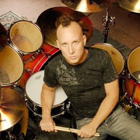 STEPHEN PERKINS drummer for Janes Addiction was on a flight of my. Really nice to chat with.