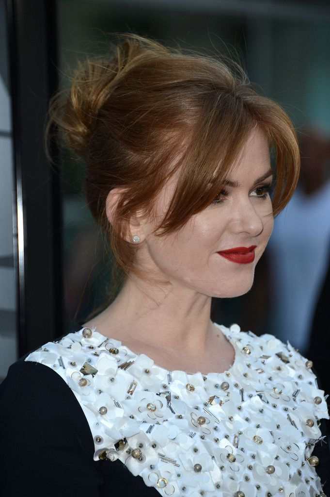 Isla Fisher - Now You See Me Screening in Hollywood — Part 2. Her hair color is amazing