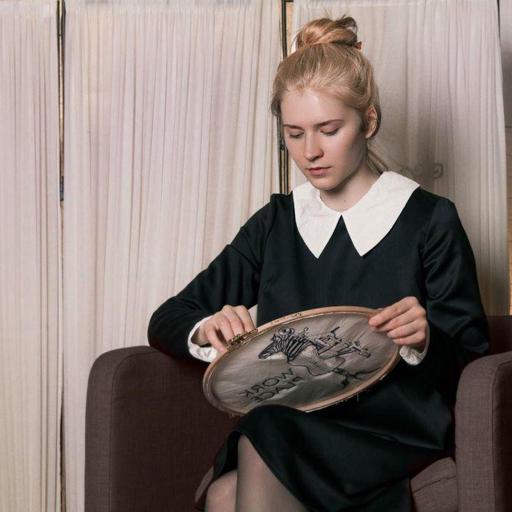 Сегодня смотрим фильм Дневная красавица с прекрасной Катрин Денёв и шикарными нарядами от Ив Сен-Лоран.  Мы очарованы главной героиней и подбираем образы в ее стиле   Год - 1967. Язык оригинала  фрасе. Кино посмотреть. Фотку лайкнуть.  #gardbe #гардероб #одеждапоподписке #ивсенлоран #кинонавыходные