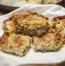 Παραδοσιακή πίτα από το Ζαγόρι με υπέροχη γλυκιά γεύση από μελωμένο πράσο και φέτα