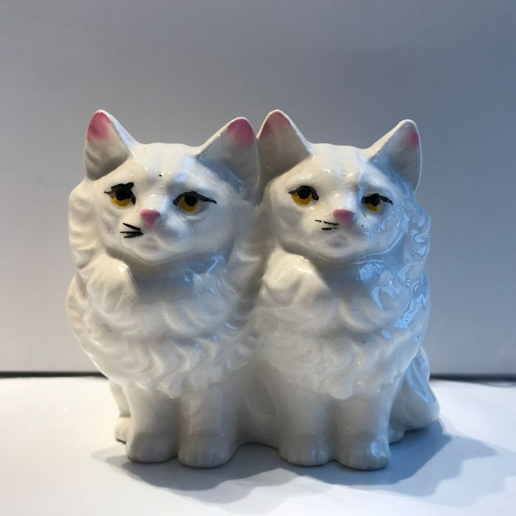 VNTG GLAZED CERAMIC WHITE PERSIAN CAT FIGURINE amber eyes 3.5 inches TALL #unknown