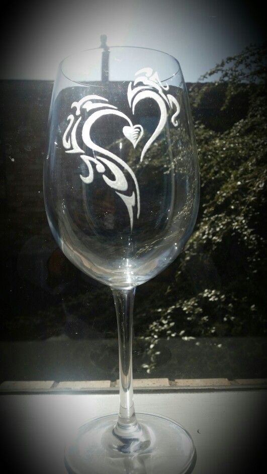 Another glass idea that I had .... pleased how it's turning out. Not too sure how the lucky recipient is but I certainly have an idea.