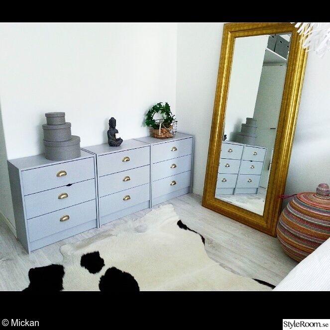 skänk,komatta,vitt,spegel,guld,marockanskt,trägolv,sovrum,ikea,västervik,mio,handtag