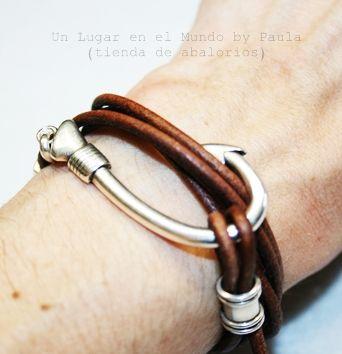 Pulsera con Anzuelo para hombre o mujer... Si quieres ver los materiales y más fotos entra en nuestro blog: http://unlugarenelmundobypaula.blogspot.com