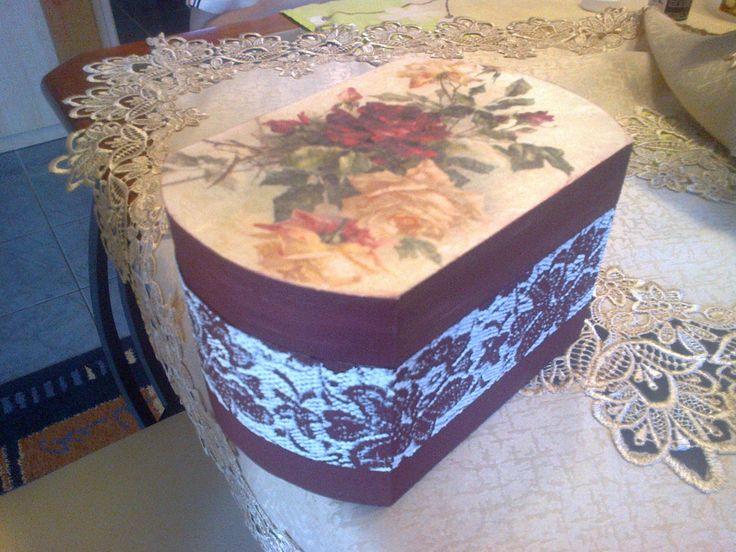 bordó virágos doboz