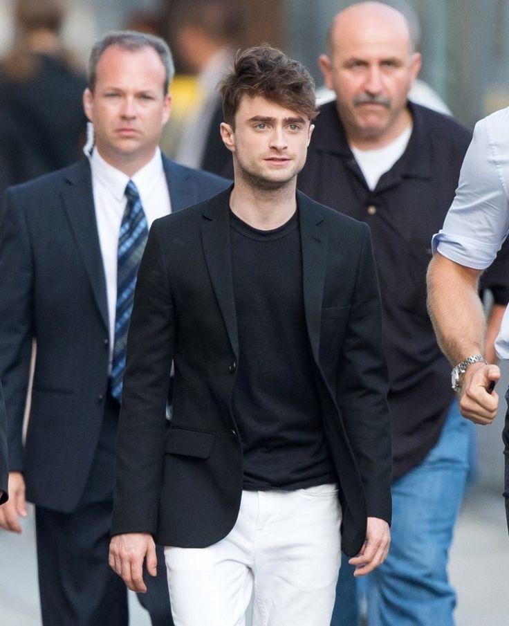 Daniel Radcliffe is Effortless in Black Blazer + White ...