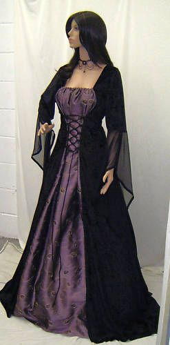 Gothic Medieval Renaissance dress would love to have a dress like this