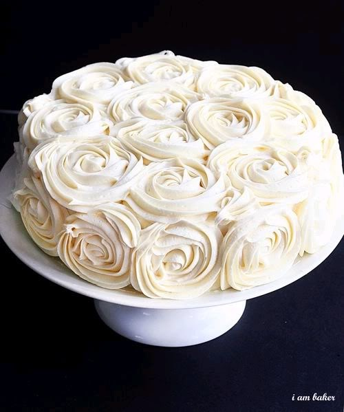 This icing design looks simple to whip up. Very pretty.