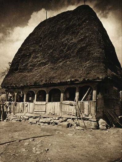 "Photos are taken from the book ""Romania: nature, buildings, folk life"" Kurt Hielscher , Leipzig, 1933, with a preface signed Octavian Goga. Salciua,-casa-taraneasca - case traditionale romanesti"