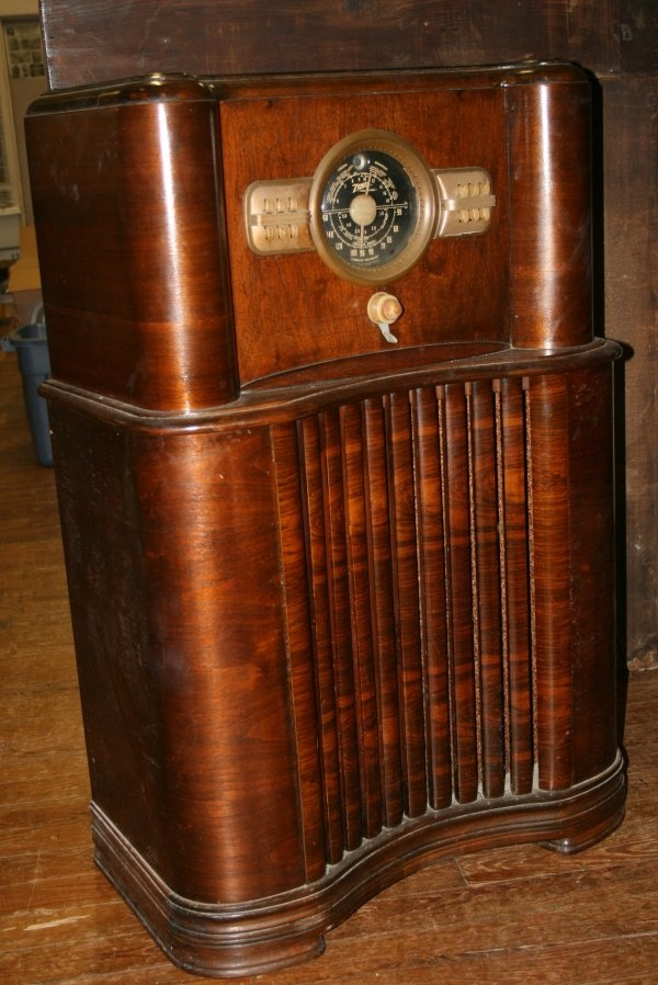 Antique working Zenith 1927 Radio. My grandparents have one just like this.