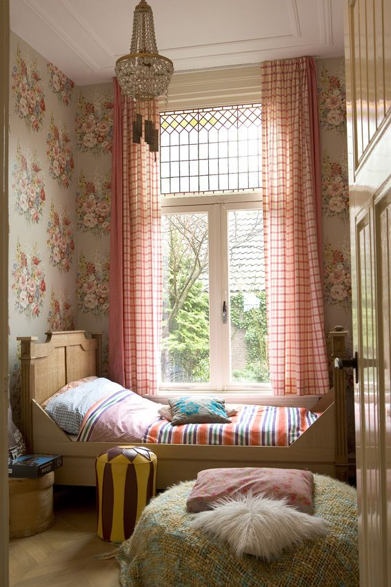 Girls bedroom. Pattern contrast of Walls & curtains. Colour palette. High ceilings & Period details