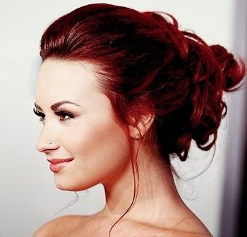 /Demi Lovato, dark red hair and messy bun/