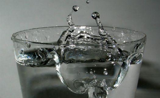 Copo com água
