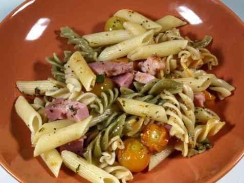Bilde av Pasta med basilikum og friske tomater.