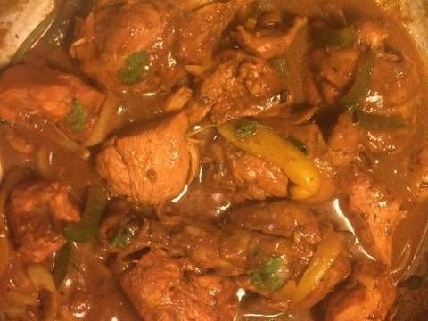 Fabulosa receta para Pollo guisado al estilo Dominicano. El pollo guisado es probablemente la forma mas común en que consume la carne de pollo en la República Dominicana. El pollo es ademas la carne mas consumida en la República Dominicana.