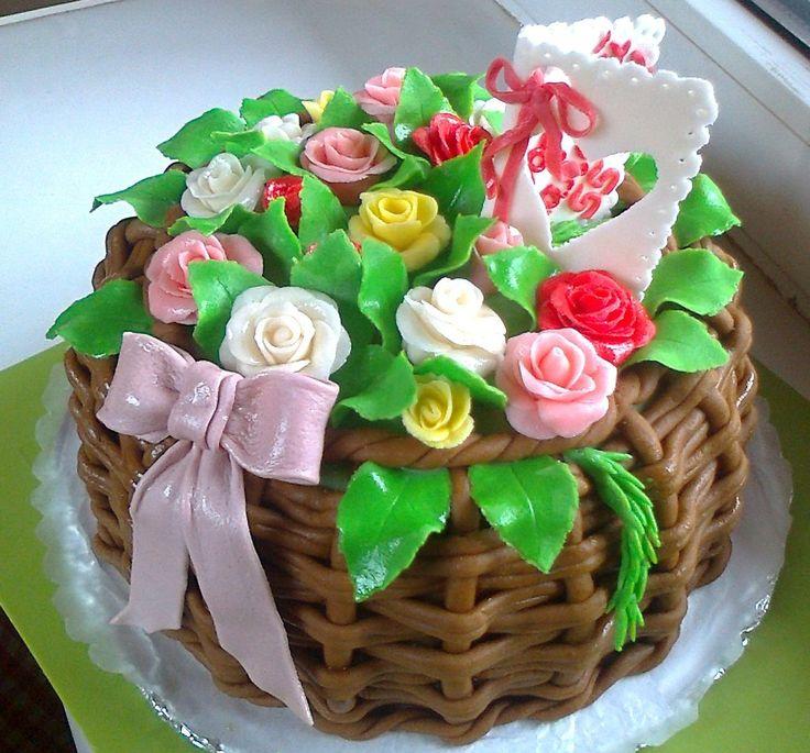 """Торт """"Корзина роз с открыткой и бантом"""" украшения из мастики + шокомастика. Состав: белый и шоколадный бисквит + крем сметана и сливки,ананас. Вес 4 кг Цена:4800 руб."""