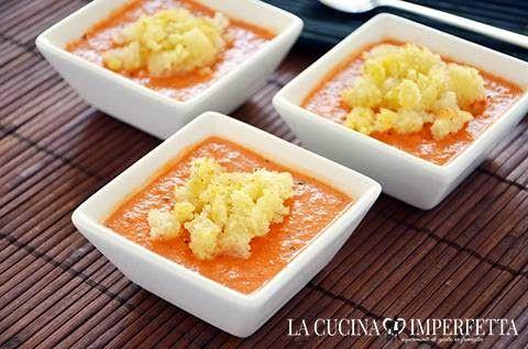 GAZPACHO  Il gazpacho è una crema fredda tipica della regione spagnola dell'Andalusia. La ricetta del gazpacho prevede l'uso dei peperoni, dei pomodori, dei cetrioli e della cipolla, tutti frullati a crudo e amalgamati da pane bagnato.  Potrete servire il gazpacho come originale aperitivo in coppette o bicchierini monoporzione. Continua a leggere: http://www.lacucinaimperfetta.com/2015/04/gazpacho.html  #lacucinaimperfetta #ricette #recipes #gazpacho #aperitivo