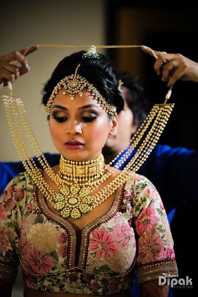 Indian Wedding Jewelry - Bridal Portrait | WedMeGood | Bridal Gold and Polki Choker with a Long Pearl Necklace with a Flower Polki Pendant, Rustic Gold Maatha Patti #wedmegood #indianbride #indianwedding #bridal #portrait #jewelry #indianjewelry #polki #gold
