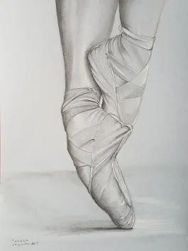     5 g  Omaggio a quelle bambine che ...sognavano ... sarebbero diventate ballerine...    Tribute to those little girls who... dreamed... would become dancers...    #Disegno a matita carboncino bianco Lyra rembrandt   foglio grigio Canson A4.    #Pencil #drawing #charcoal white Lyra rembrandt Canson gray sheet A4.  Art by Tamara #artbytamara #forsale #vendita # picture #art #dance #ballerina #artist #art