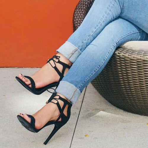 Black heels styled by @glamandposh