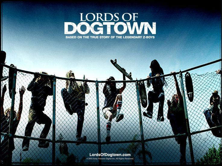 """En 1992, Stacy Peralta decidió abandonar toda actividad relacionada con el Skate para dedicarse por completo a dirigir y producir para televisión, tras haber protagonizado algún que otro papel en alguna película aún siendo profesional del Skate. Como director destacamos su película estrella """"Los Amos de Dogtown"""", un drama en el que se contaba su historia como Z-Boy."""