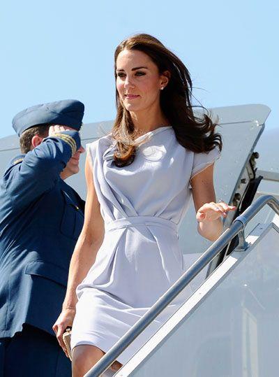July 8, 2011: Kate arrives in Los Angeles in a blue-grey Roksanda Ilincic dress.- LOVE the dress!!