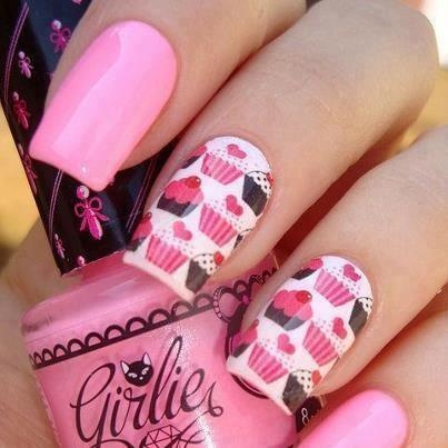 pink nails and cupcakes :D
